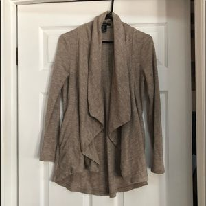 Like new cardigan/sweater with pockets